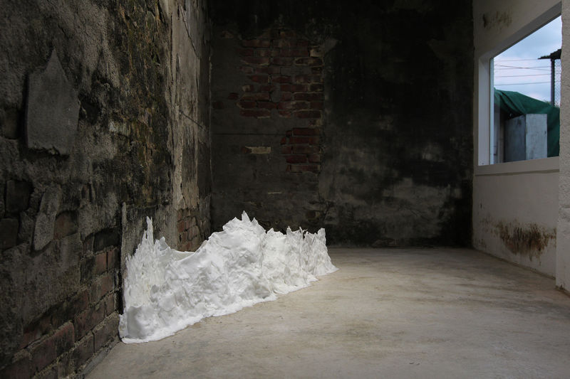 Form a cloud over that ocean and gather spellings - a Sculpture & Installation by