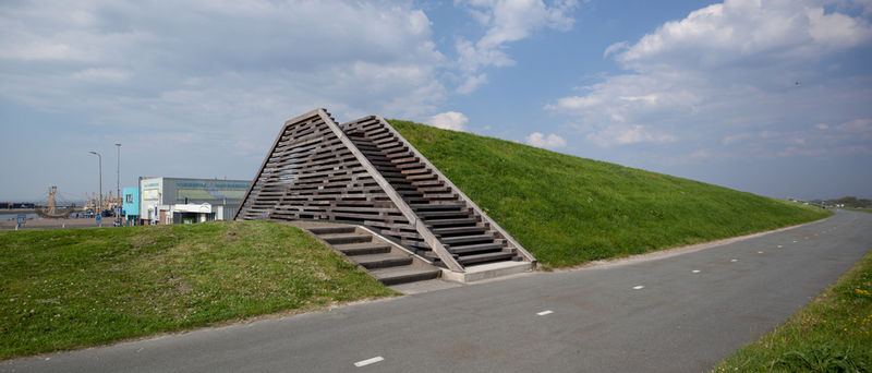 Rising dike - a Land Art by Lambert Kamps